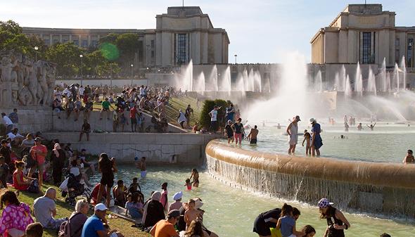 פריז. מצטננים במים