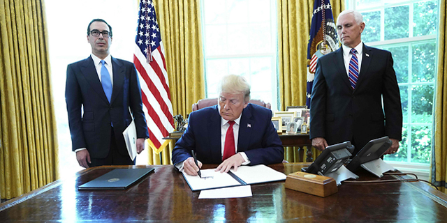 הנשיא חותם על הסנקציות, הערב, צילום: AFP