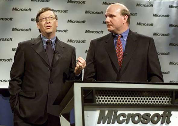 ביל גייטס וסטיב באלמר ב-2001, צילום: Microsoft