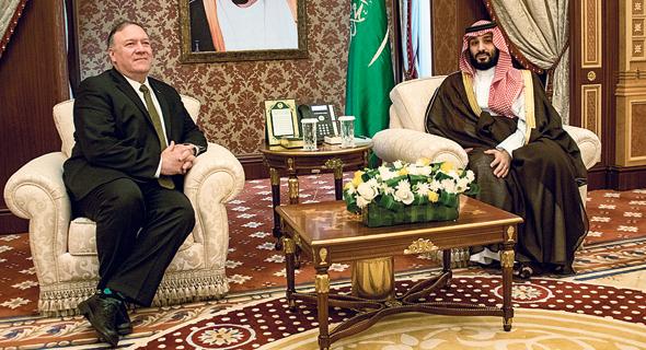 מימין: הנסיך מוחמד בן סלמאן עם מזכיר המדינה האמריקאי מייק פומפאו, צילום: Ron Przysucha