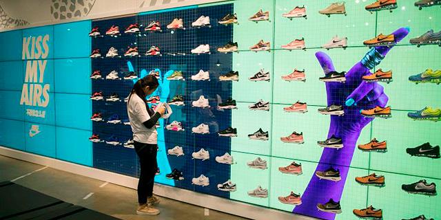 סין: המעצב תמך במחאה בהונג קונג - ונייקי ביטלה מכירת קולקציה של נעלי ספורט