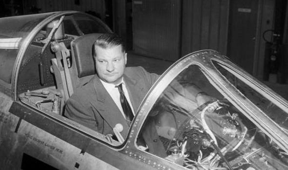 הקשיב לטייסים, ובנה מטוס. קלי ג'ונסון