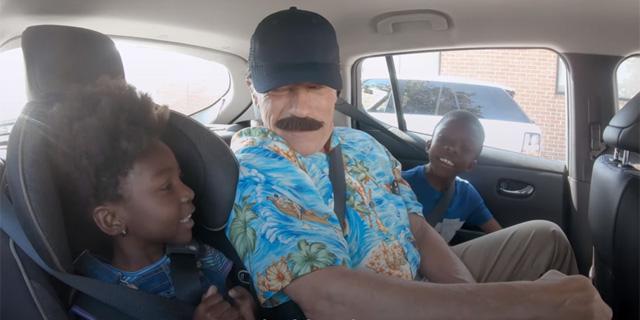 המתיחה של שוורצנגר: כך הוא משכנע לקוחות לרכוש רכב חשמלי
