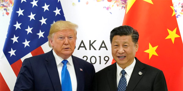 """דיווח: ממשל טראמפ בוחן מחיקת חברות סיניות מהבורסות בארה""""ב"""