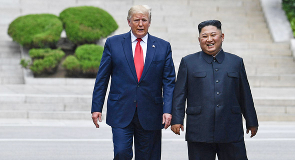 """נשיא ארה""""ב דונלד טראמפ עם שליט צפון קוריאה קים ג'ונג און באזור המפורז, צילום: איי אף פי"""