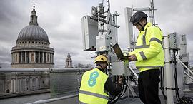 בדיקת תשתיות תקשורת טכנולוגיית 5G של וואווי הסינית ב לונדון, צילום: בלומברג
