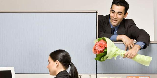 כללי הדייטינג בהייטק: מותר להזמין עובד אחר לצאת - אבל רק פעם אחת