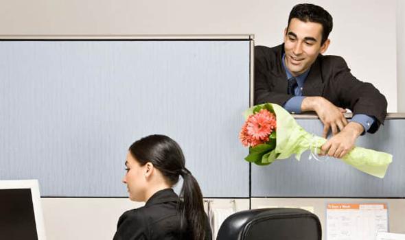 מותר להזמין קולגה לעבודה לדייט, אבל רק פעם אחת, צילום: שאטרסטוק