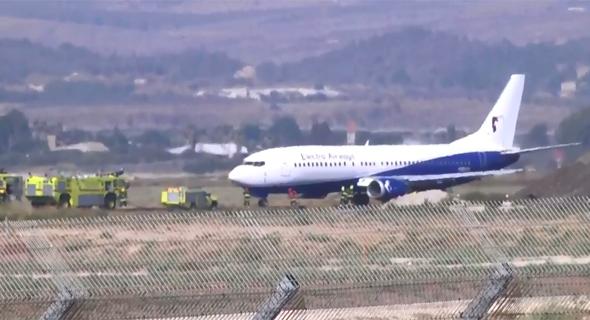 """המטוס של חברת התעופה """"אלקטרה איירווייז"""" שנחת בשלום בנתב""""ג, צילום: ווינט"""