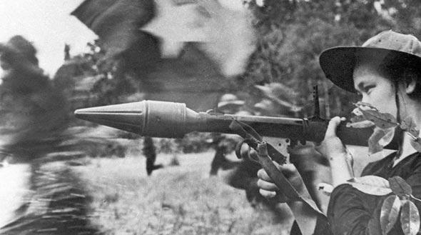 לוחמת של הווייטקונג, במהלך הסתערות