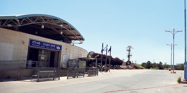 החניון הלא חוקי של לוזון נסגר והגישה לתחנת הרכבת סגולה נחסמה