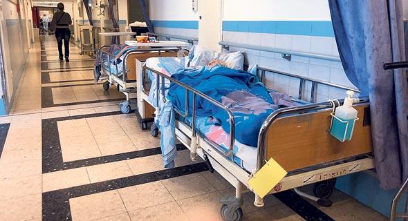 מיטות במסדרון, צילום: הדר גיל עד