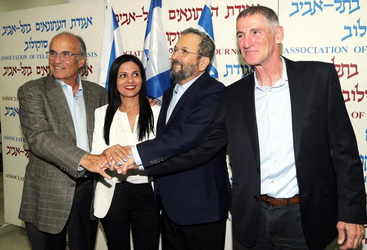 """ריכטר (משמאל) עם ביטון, ברק וגולן, בהכרזה על הקמת המפלגה החדשה. """"זה צוות שמכריח את ברק לעבוד בצורה שיתופית, הוא יצטרך לדעת לשחרר סמכויות"""""""
