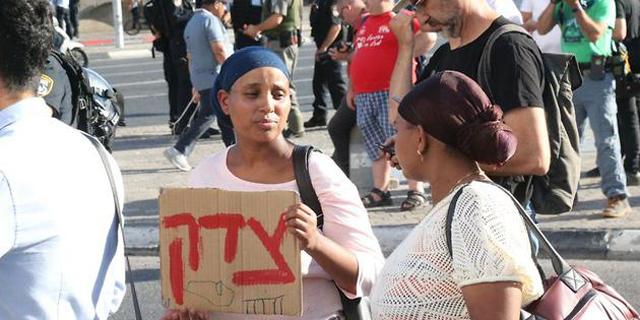 """מחאה בעוצמה פחותה: הפגנות של הקהילה האתיופית בת""""א ובקריית אתא"""