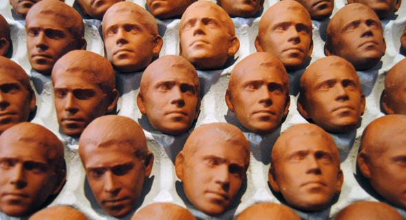 """""""ראשים בייצור המוני"""". מוזיאון הכט"""