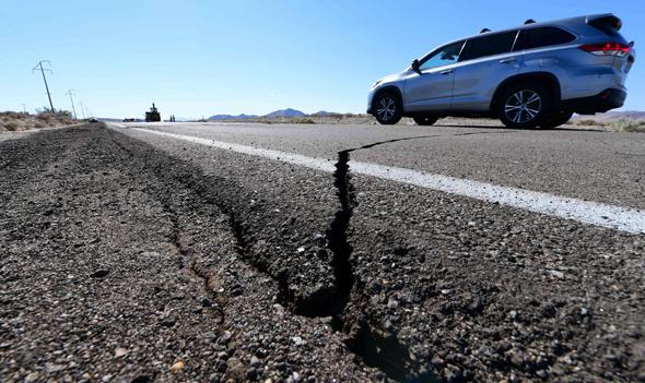 נזק לכבישים בעקבות רעש האדמה