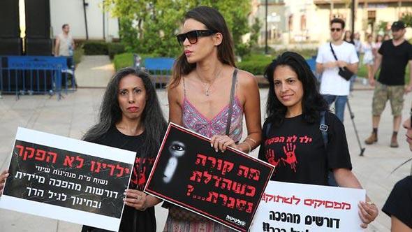 נטלי דדון בהפגנה בתל אביב, צילום: מוטי קמחי