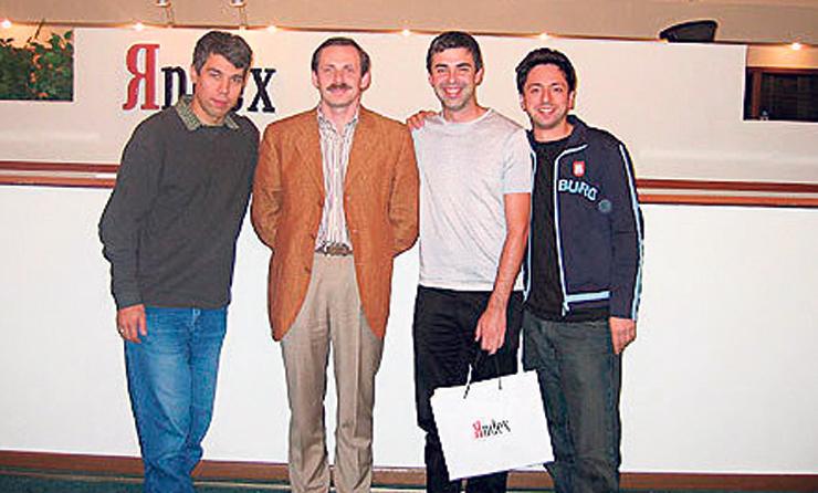 """וולוז' וסגלוביץ' עם מייסדי גוגל ברין ופייג'. """"את מנוע החיפוש שלנו השקנו לפניהם"""""""