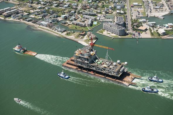 """החלק העליון של אסדת לווייתן יצאה מטקסס לישראל, צילום: יח""""צ נובל אנרג'י"""