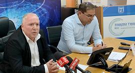 """מימין: נתי כהן ודודי אמסלם, צילום: יח""""צ משרד התקשורת"""