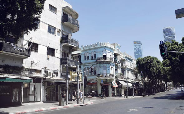 רחוב אלנבי בתל אביב. הדרישות כוללות למשל סילוק גגונים מאולתרים ופירוק סגירות של מרפסות