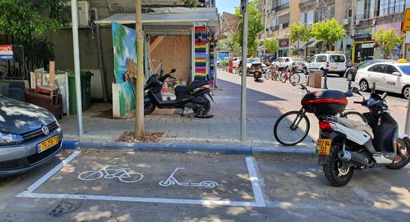 חניה מסומנת בכביש לקורקינטים, רחוב בר כוכבא תל אביב, צילום: דוד הכהן
