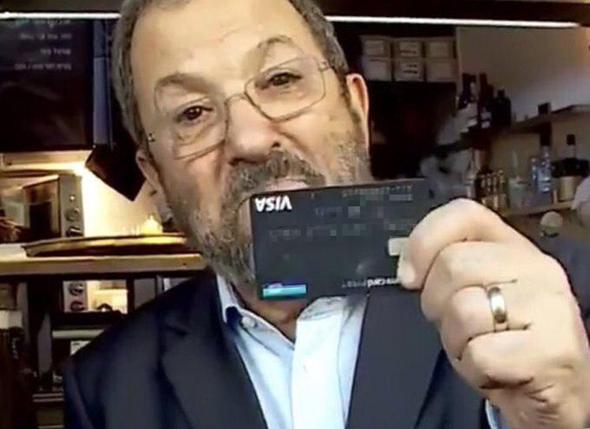 אהוד ברק חשף בטעות את כרטיס האשראי