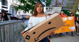הפגנה נגד אמזון, צילום: גטי