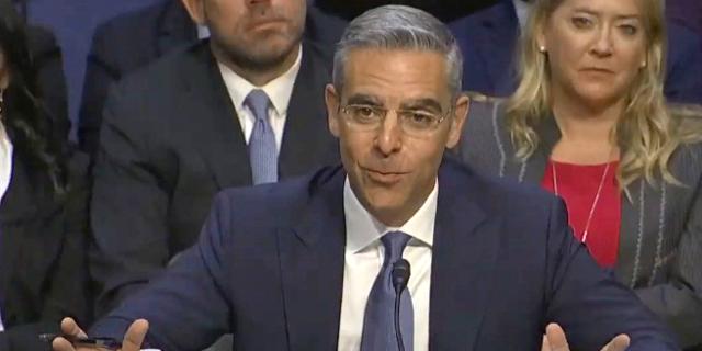 נציג פייסבוק מול הסנאט: מיזם ליברה לא יפגע בפרטיות
