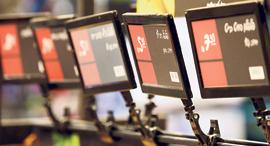 תגי המחיר האלקטרוניים בסניף שופרסל בראשון לציון. הרשתות בישראל מפגרות אחרי העולם , צילום: עמית שעל
