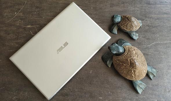 גב המחשב, צילום: ניצן סדן