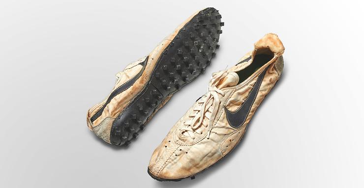 """""""נעלי ירח"""" של נייקי למעצב ביל באוורמן מ-1972"""