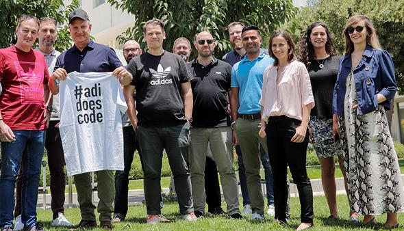 משלחת אדידס בביקורה בישראל