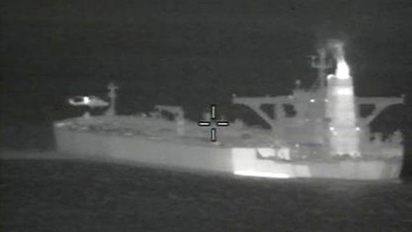 ההשתלטות על מכלית הנפט של איחוד האמירויות אתמול, צילום: רויטרס