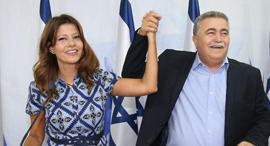 עמיר פרץ ו אורלי לוי אבקסיס מסיבת עיתונאים, צילום: מוטי קמחי