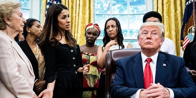 """נשיא ארה""""ב דונלד טראמפ במפגש עם נאדיה מוראד, פעילה יזידית וזוכת פרס נובל לשלום, צילום: גטי אימג"""