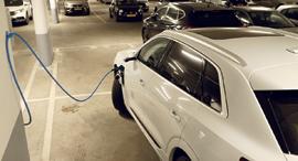 עמדת טעינה לרכב חשמלי, צילום: עמית שעל