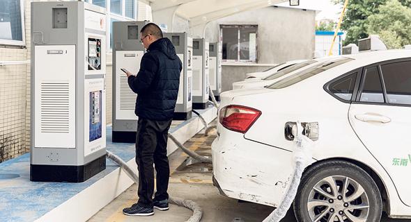 עמדות טעינה ציבוריות בסין. משרד האנרגיה מקדם 2,500 עמדות עד סוף 2020