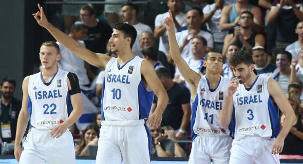 נבחרת ישראל חוגגת את הניצחון, צילום: ynet