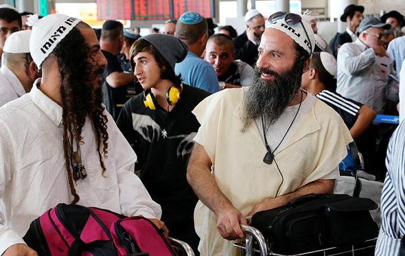 חסידי ברסלב נוסעים לאומן, צילום: צביקה טישלר