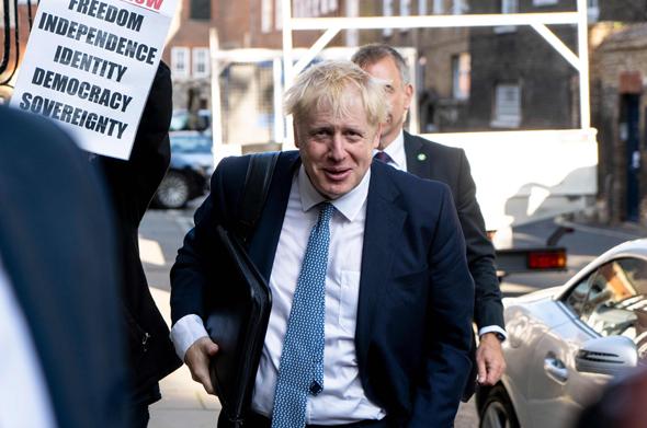 בוריס ג'ונסון, המועמד המוביל לראשות ממשלת בריטניה, בדרך למשרדו, היום