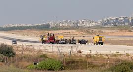 שדה דב לאחר פינויו , צילום: אוראל כהן