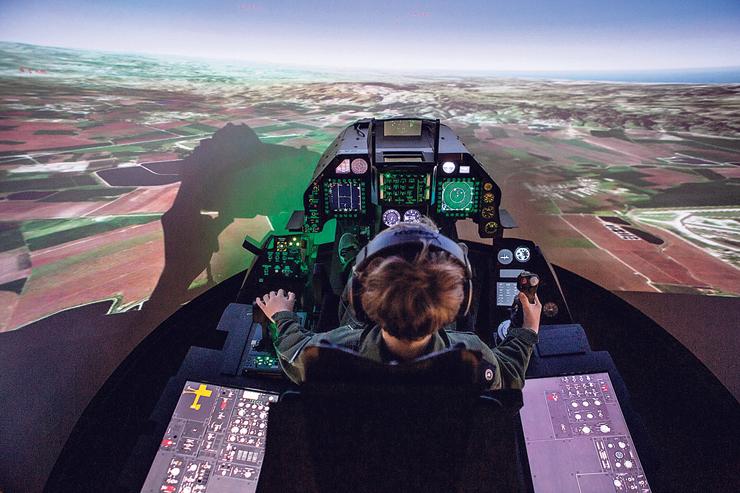 לוחמה אווירית   הטייסת: ילדים בני 12 ויותר לומדים על סימולטורים של מטוסי F16 כיצד לשלוט במטוס ומתנסים בקרבות אוויר ויירוט מטוסי אויב, צילום: תומי הרפז
