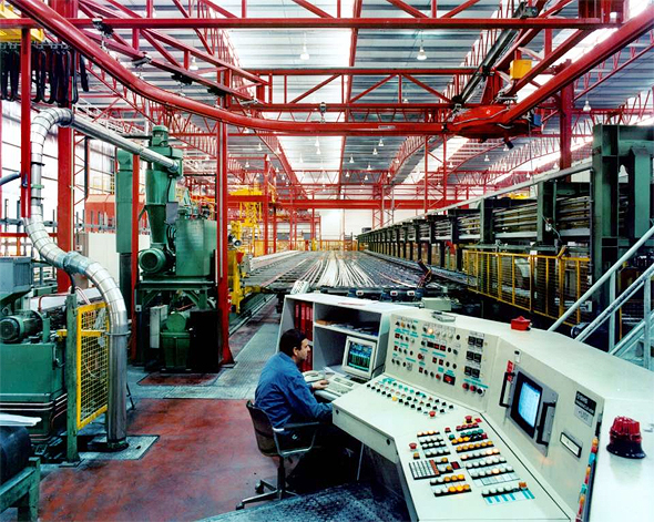 עובדים במפעל קליל