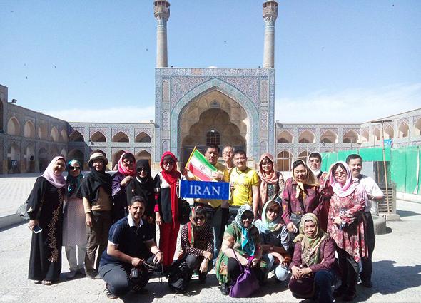 הביקורת החריפה ביותר מצד הגולשים הסינים היתה על הדרישה מנשים, כולל תיירות, לכסות את ראשן באיראן, צילום: Himytours