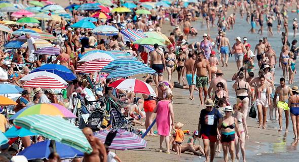 גל חום באירופה. חוף הים בולנסיה, ספרד , צילום: EPA