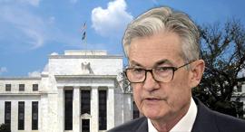ג'רום פאוול על רקע בניין הפדרל ריזרב, צילום: בלומברג, Federal Reserve