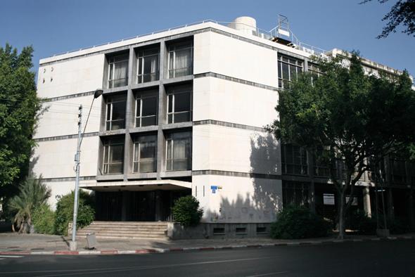 """בניין בנק החקלאות בקרליבך פינת החשמונאים בת""""א. יתווספו לו שתי קומות"""
