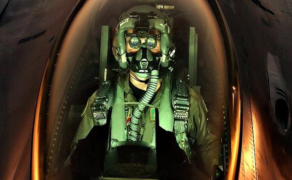 מערכת ראיית לילה לטייס, בקוקפיט F16 אמריקאי
