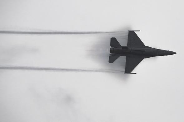 F16 במפגן טיסה